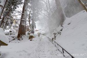 冬の山寺(立石寺)参道2