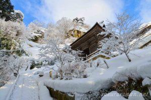 冬の山寺(立石寺)仁王門