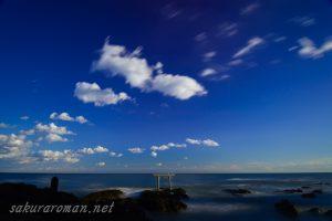 大洗磯前神社上磯鳥居と流れる雲
