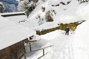 冬の山寺(立石寺)雪かき