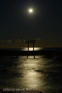 大洗磯前神社上磯鳥居の満月月光
