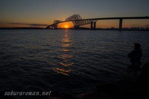 東京ゲートブリッジ(恐竜橋)夕陽と釣り人